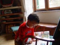 Ares legge il libro
